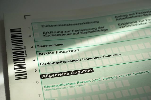 tax-return-1368168_640